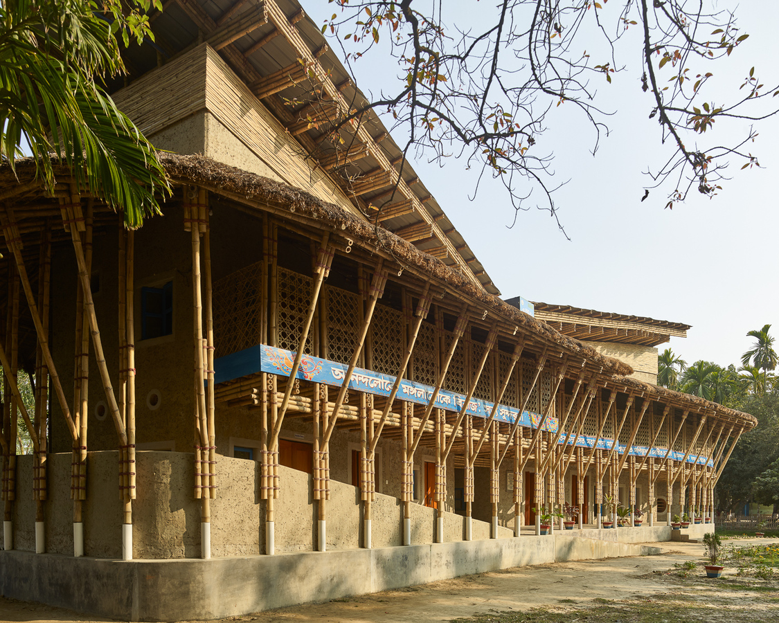 Multifunctional Architects Structure -anandaloy-mud-bamboo-center