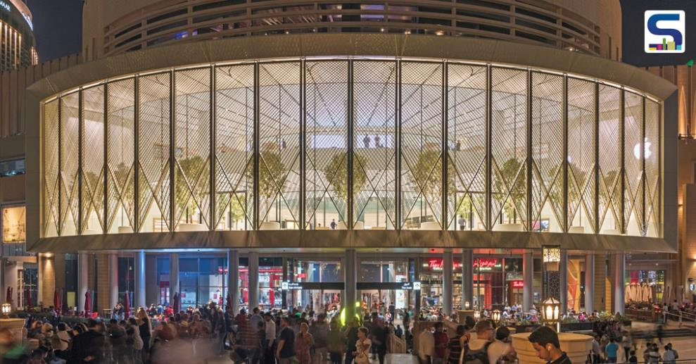 The recently completed Apple Dubai Mall reinvents the traditional introverted idea of mall-based retail as a more outward looking experience that engages with the spectacle of urban life.