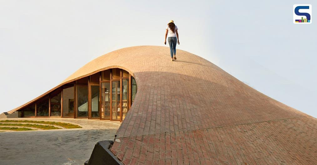 Mumbai based architecture firm Sameep Padora & Associates (sP+a) has constructed a brick vaulted Maya Somaiya Library for a school in the Indian town of Kopargaon, which is situated in the state of Maharashtra.