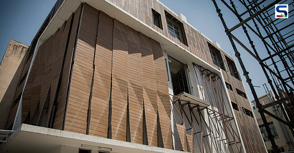 A triangulated panel system with about 350 flat triangular parts was designed as a singular parametric system based on a surface division method for the east and south facing facades.