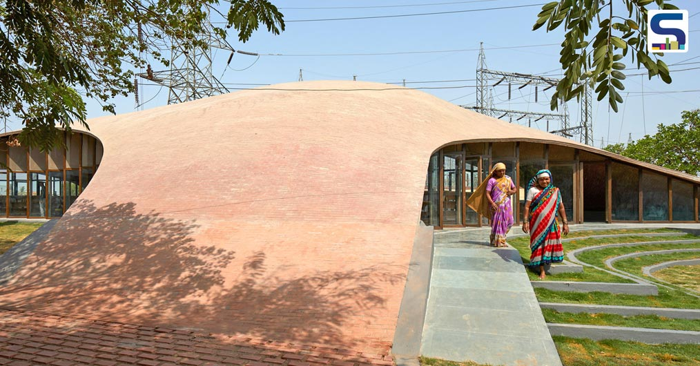 Sameep Padora Designs an Undulating Brick Vault for a School Library in India