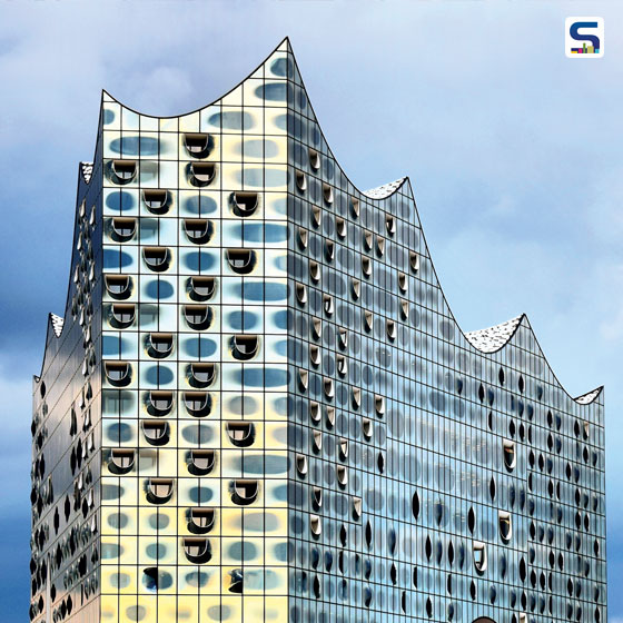The glazing shell consists mainly of rhombus-shaped elements, but selected parts create distinct distorted reflections due to the convex exterior shapes of the glass – comparable.