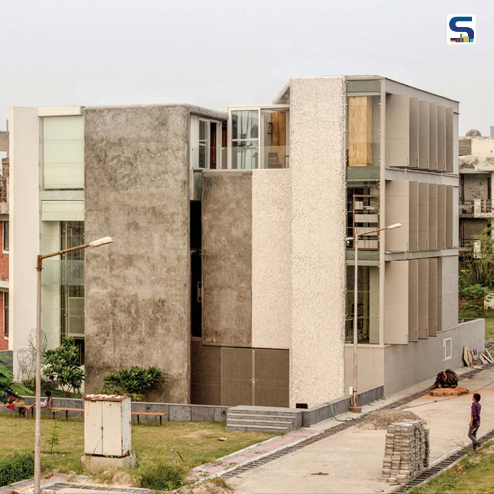 Artrovert is the project to design a studio in a peri-urban artists colony, Kaladham, in Greater Noida, Uttar Pradesh.